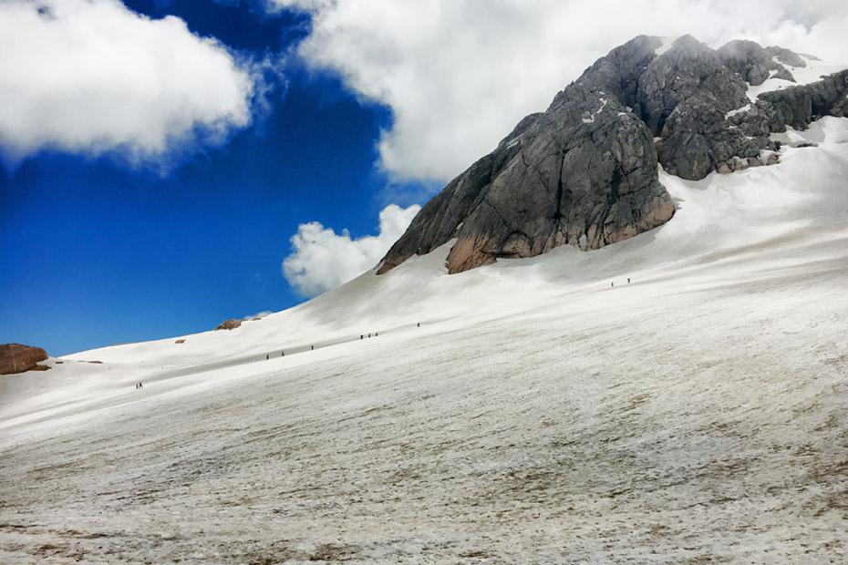 Альпинисты идут на Фишт