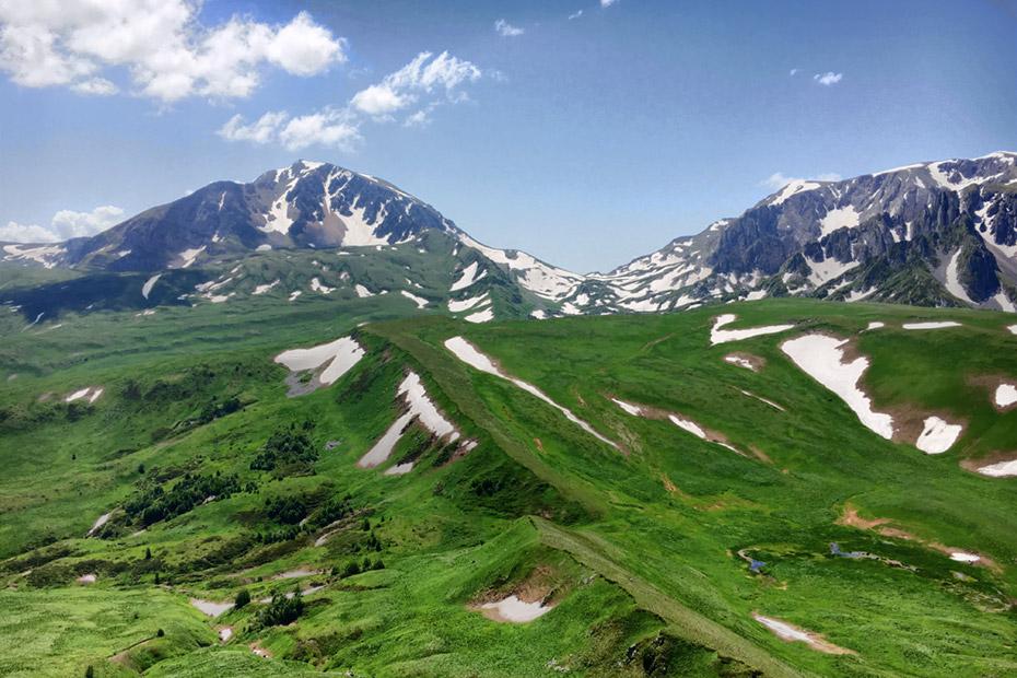 Альпийский рельеф северных склонов Пшеха-Су