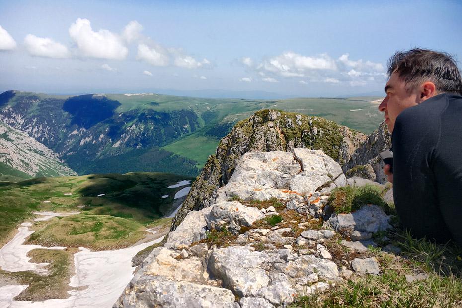 Вид на нагорье Лагонаки с вершины горы Нагой-Чук