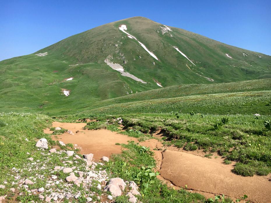 Гора Нагой-Чук с юга